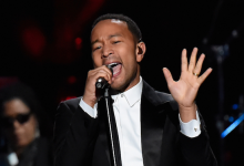 John Legend using Audio-Technica dal am 30th Rock & Roll Hall of Fame